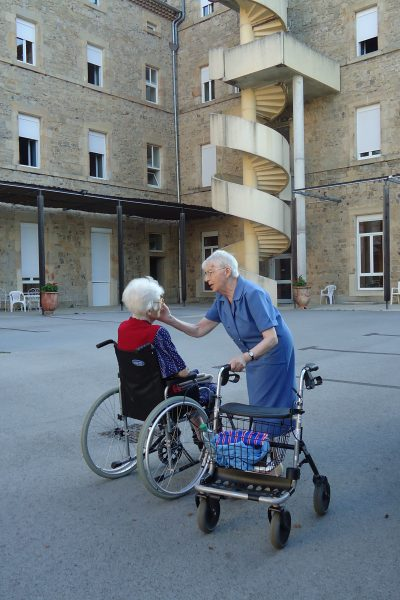 Avec des personnes âgées